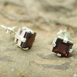 Handmade Sterling Silver 'Crimson Charm' Garnet Earrings (India)