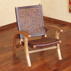 Handmade Tornillo Wood and Leather 'Colonial Honey' Folding Chair (Peru)