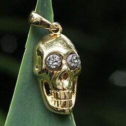 Handmade Gold Overlay 'Smiling Skull' Brazilian Drusy Agate Pendant (Brazil)