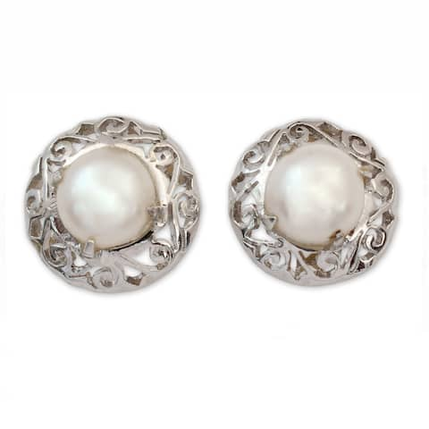 Handmade Sterling Silver 'Royal Reminiscence' Pearl Earrings (7 mm) (India)