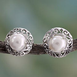 Sterling Silver 'Royal Reminiscence' Pearl Earrings (7 mm) (India)