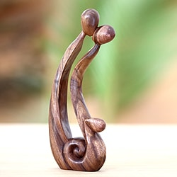 Suar Wood 'Best Kiss' Sculpture (Indonesia)