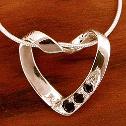 Handmade Sterling Silver 'Peaceful Heart' Onyx Necklace (India)