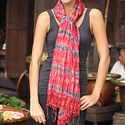 Handmade Rayon Silk 'Smoky Carnation' Tie-dyed Scarf (Thailand)