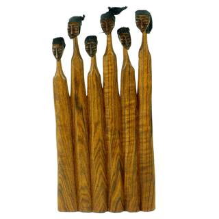 Handcarved 8-inch Sandalwood Extended Family Sculpture (Mozambique)