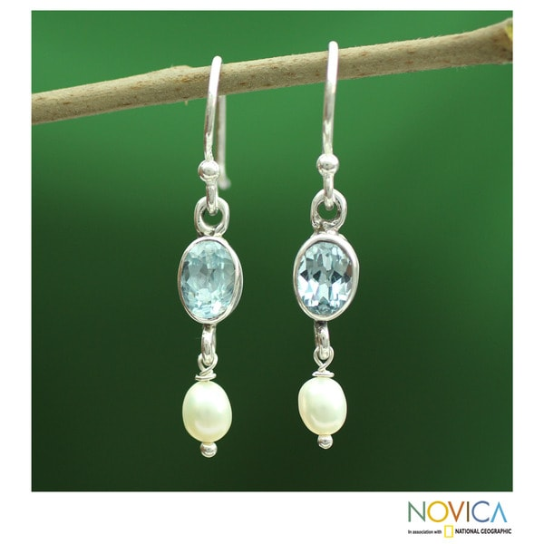Handmade Sterling Silver 'Sky Voyage' Topaz and Pearl Earrings (4 mm) (India)