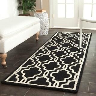 "Safavieh Handmade Cambridge Moroccan Black/Ivory Wool Rug (2'6"" x 8')"