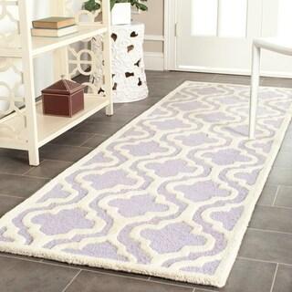 Safavieh Handmade Moroccan Cambridge Lavender Wool Rug (2'6 x 8')