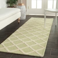 Safavieh Handmade Cambridge Moroccan Light Green Diamond-Patterned Wool Rug - 2'6 x 8'