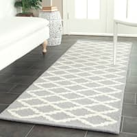 Safavieh Handmade Cambridge Moroccan Silver Indoor Wool Rug - 2'6 x 8'
