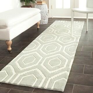 "Safavieh Handmade Moroccan Chatham Grey Wool Honeycomb-Patterned Rug (2' 3"" x 9')"