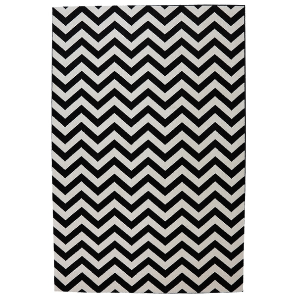 Indoor/Outdoor Bright Beams Black Rug (8' x 10')