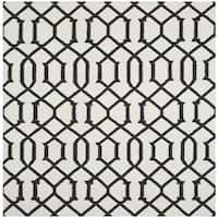 Safavieh Handwoven Flatweave Moroccan Reversible Dhurrie Ivory Wool Rug - 6' Square