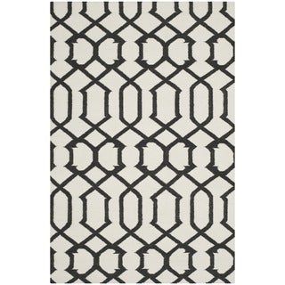 Safavieh Handwoven Indoor/Outdoor Moroccan Reversible Dhurrie Ivory Wool Rug (8' x 10') - 8' x 10'