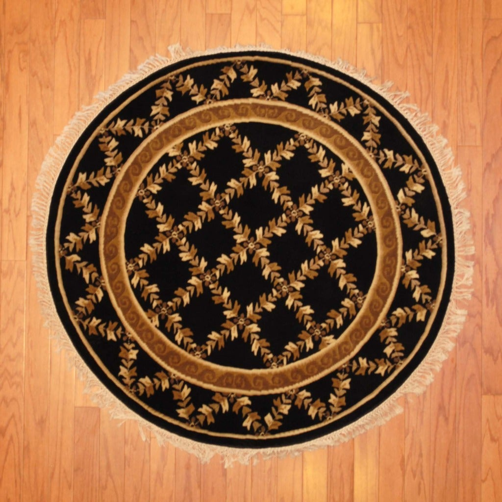 Indo Hand-knotted Tibetan Black/ Ivory Wool Rug (4' Round)