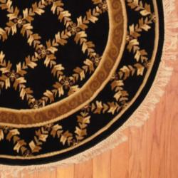 Indo Hand-knotted Tibetan Black/ Ivory Wool Rug (4' Round) - Thumbnail 2