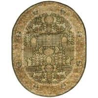 Safavieh Handmade Classic Light Green/ Gold Wool Rug (7'6 x 9'6 Oval) - 7'6 x 9'6