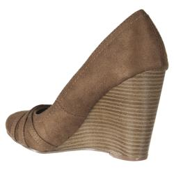 Riverberry Women's 'Dexter' Taupe Microsuede Wedges