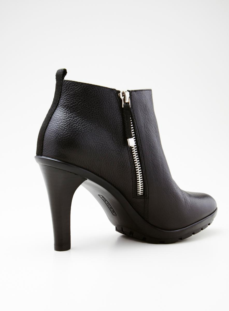 Tahari Ta H Ankle Bootie Side Zipper