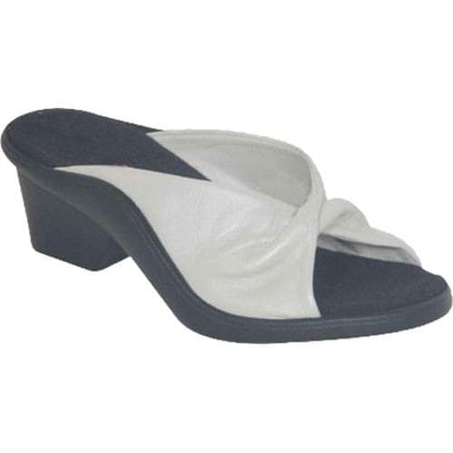 Women's Curvetures Mary One 410 Pearl Nappa