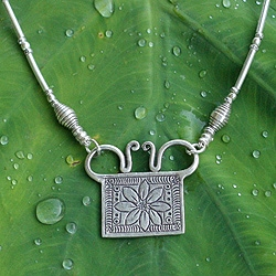 Handcrafted Silver 'Happy Sunflower' Necklace (Thailand)
