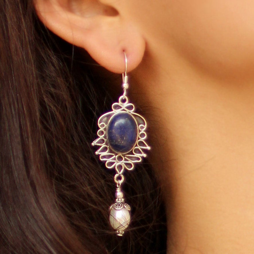 Handmade Sterling Silver 'Ethereal' Lapis and Peal Earrings (8 mm) (India)