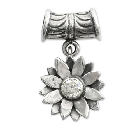 Handmade Sterling Silver 'April Daisy' Pendant (Indonesia)
