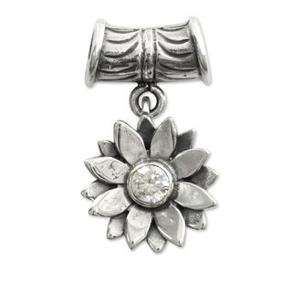 Handmade Sterling Silver 'April Daisy' Pendant (Indonesia)
