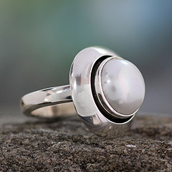 Handmade Sterling Silver 'Jaipur Magic Moon' Pearl Ring (11-11.5mm) (India)