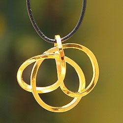 Handmade Gold Overlay 'Amazon Knot' Leather Necklace (Peru)