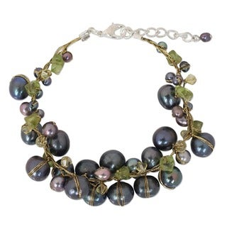 Handmade Peridot and Pearl 'Grey Mist' Bracelet (3-9 mm) (Thailand)