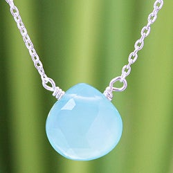 Handmade Sterling Silver 'Mystical Petal' Chalcedony Necklace (Thailand)