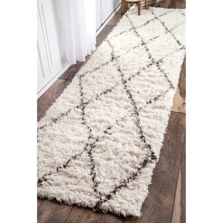 nuLOOM Handmade Moroccan Trellis Wool Shag Runner (2'6 x 8')