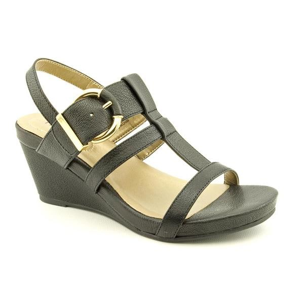Me Too Women's 'Helena 4' Black Leather Sandals - Free ...