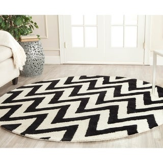 Safavieh Handmade Moroccan Cambridge Chevron Black Wool Rug (6' Round)