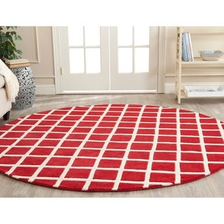 Safavieh Handmade Moroccan Geometric Red Wool Rug (7' Round)