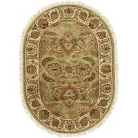 "Safavieh Hand-made Classic Light Green/ Ivory Wool Rug - 7'-6"" x 9'-6"" oval"