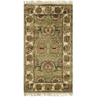 Safavieh Hand-made Classic Green/ Ivory Wool Rug (4' x 6')