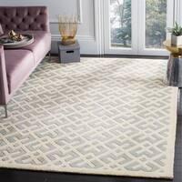 Safavieh Handmade Moroccan Chatham Grey/ Ivory Wool Rug (5' x 8') - 5' x 8'