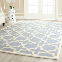 Safavieh Handmade Moroccan Cambridge Geometric-pattern Light Blue/ Ivory Wool Rug - 10' x 14'