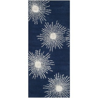 Safavieh Hand-made Soho Burst Dark Blue/ Ivory Wool Rug (2'6 x 8')