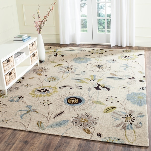 Safavieh Hand-Hooked Four Seasons Floral Ivory / Blue Polyester Rug - 8' x 10'