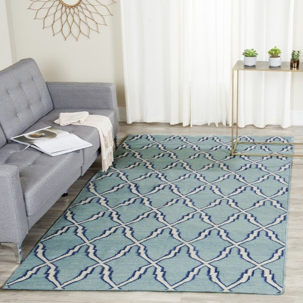 Safavieh Hand-woven Moroccan Reversible Dhurrie Light Blue/ Ivory Wool Rug (6' x 9')