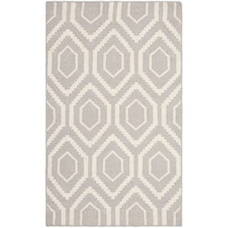 Safavieh Hand-woven Moroccan Reversible Dhurrie Grey/ Ivory Wool Rug (2'6 x 4')|https://ak1.ostkcdn.com/images/products/8059322/8059322/Safavieh-Hand-woven-Moroccan-Dhurrie-Grey-Ivory-Wool-Rug-26-x-4-P15415957.jpg?impolicy=medium