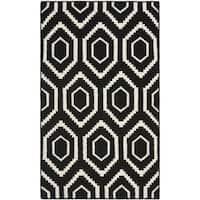 Safavieh Hand-woven Moroccan Reversible Dhurrie Black/ Ivory Wool Rug - 2'6 x 4'
