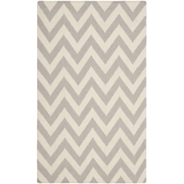 "Safavieh Handwoven Moroccan Reversible Dhurrie Grey/ Ivory Chevron Pattern Wool Rug (2'6"" x 4') - 2'6 x 4'"