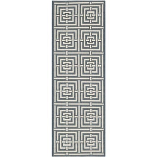 Safavieh Geometric Indoor/Outdoor Courtyard Navy/Beige Runner Rug (2'3 x 10)