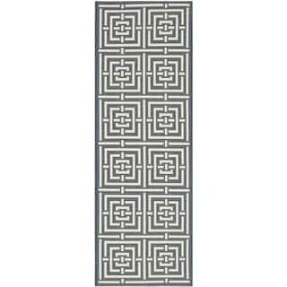 Safavieh Geometric Indoor/Outdoor Courtyard Navy/Beige Rug (2'3 x 6'7)