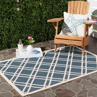 Safavieh Indoor/ Outdoor Courtyard Navy/ Beige Polypropylene Rug (6'7 x 9'6)