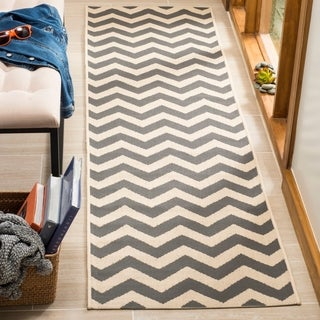 Safavieh Courtyard Chevron Grey/ Beige Indoor/ Outdoor Rug - Free ...